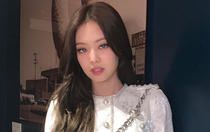 Dilemparin Boneka Oleh Salah Satu Fans, Ekspresi Cemberut Jennie Blackpink Menuai Pujian